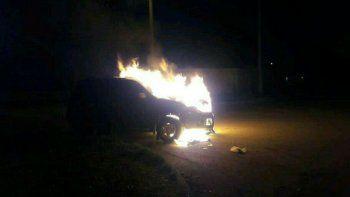 incendian el auto de un funcionario municipal