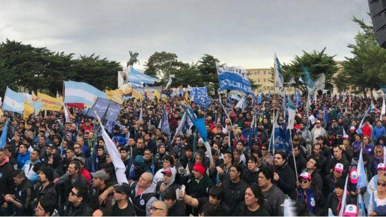 Los petroleros marcharon en defensa del empleo