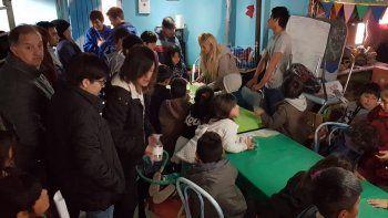 El intendente Carlos Linares visitó ayer lugares en los que se trabaja en la contención social de niños y jóvenes.