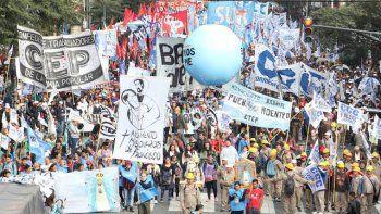 Las columnas de manifestantes que llegarán desde distintos puntos del país confluirán el viernes frente al Congreso de la Nación, en Buenos Aires.