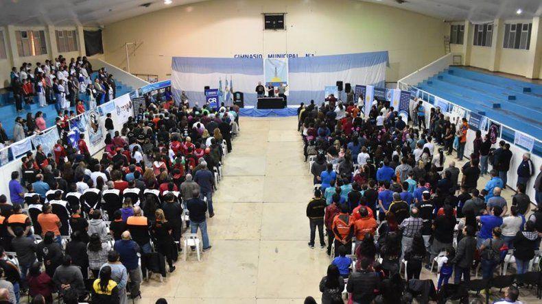 La firma de convenios con más de setenta instituciones se realizó el jueves en el gimnasio municipal 1.