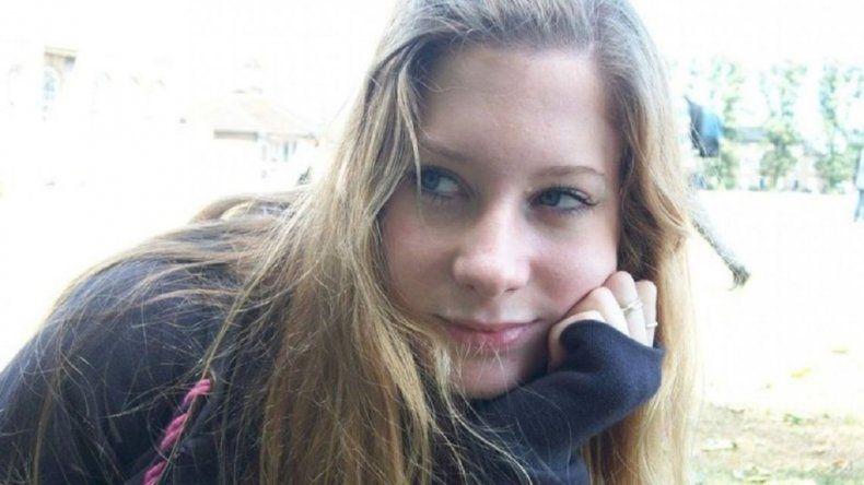 Testigo declaró que la joven se sentó y cayó al vacío