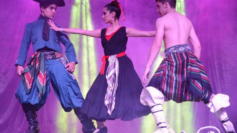 La escuela de danzas nativas comodorense El Camaruco participó del Festival de la Escarcha en Chile