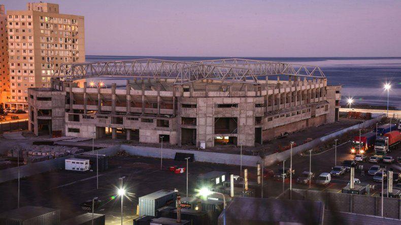 El estadio del Centenario es una de las obras financiadas por el Estado nacional que sigue paralizada.