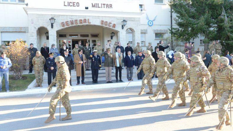 En el Liceo Militar General Roca se realizó el acto por el 208º aniversario del Ejército.