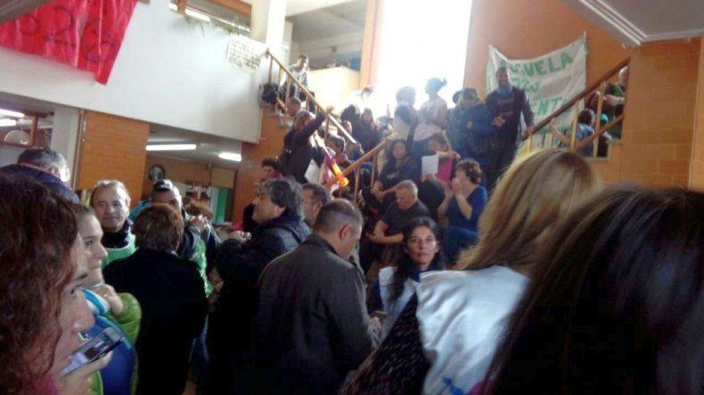 Docentes tomaron la sede  del Ministerio de Educación