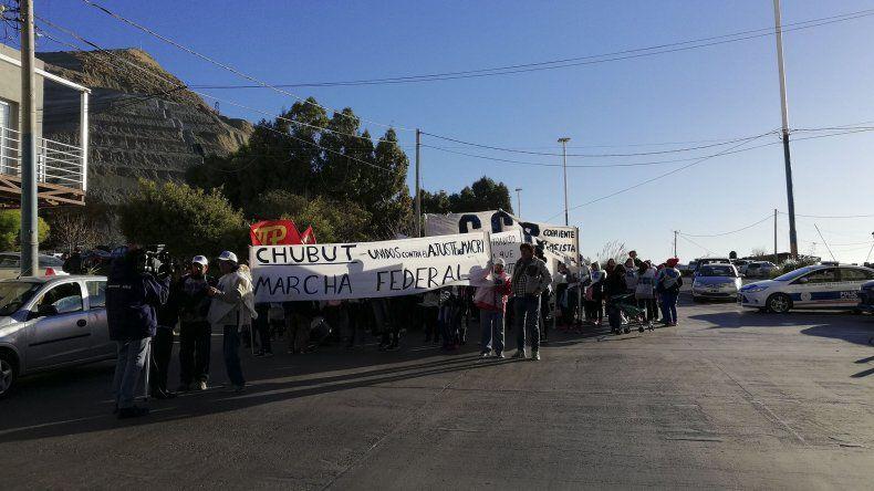 Los manifestantes se concentraron en Güemes y San Martín para reclamar contra las políticas de ajuste.