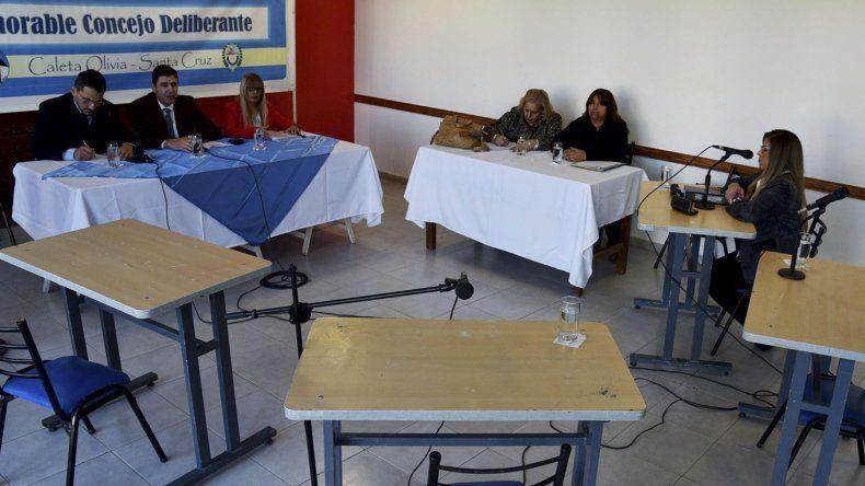 La presencia de Pablo Calicate y Liliana Andrade no alcanzó para dar quórum y la sesión tuvo que levantarse.