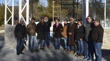 Acompañado por integrantes de su equipo de gobierno, Jorge Soloaga supervisó ayer los trabajos de construcción de la glorieta en el barrio Gas del Estado.