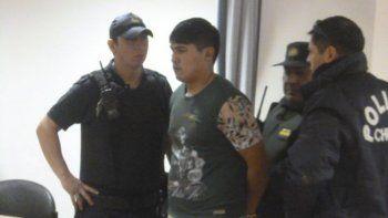 Maximiliano Nehiual en el momento de ser trasladado a la Oficina Judicial de Sarmiento.
