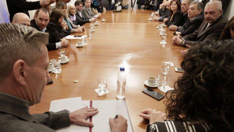 Ayer en Rawson se suscribieron convenios destinados a incentivar proyectos en Camarones.