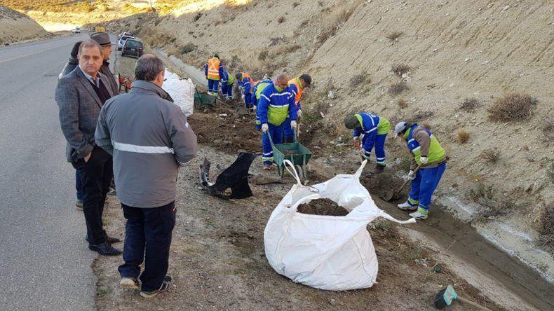 El municipio intensifica tareas de saneamiento en los canales pluviales