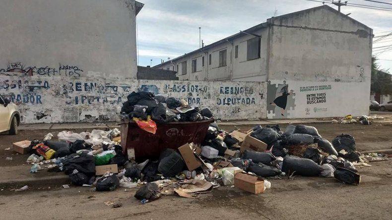 La acumulación de residuos urbanos en calles