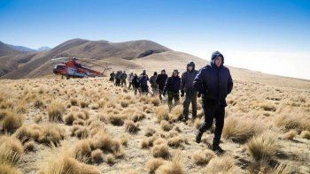 Rescataron a la comitiva presidencial pero dejaron a los bomberos en la montaña