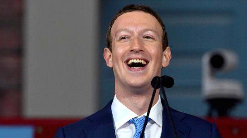 Otro escándalo en Facebook por compartir datos a fabricantes de celulares