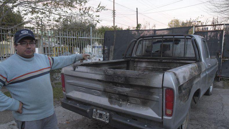 Quedó grabado cuando incendió la camioneta de un vivero del 9 de Julio