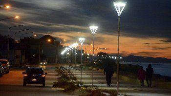 Anoche comenzó a probarse la nueva iluminación del paseo costero caletense.