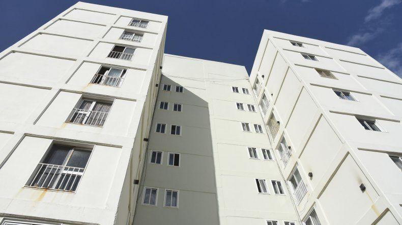 Los continuos episodios de acosos y amenazas afectan a una habitante del Complejo Las Torres.