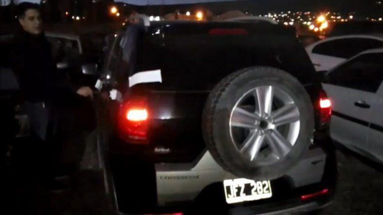 La pericia sobre el VW Fox vinculado al robo a la escribanía se cumplió ayer en la Seccional Cuarta donde está secuestrado.
