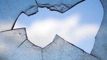 Lo acusan de haber ido a romper los vidrios de una comisaría mientras tenía salidas transitorias