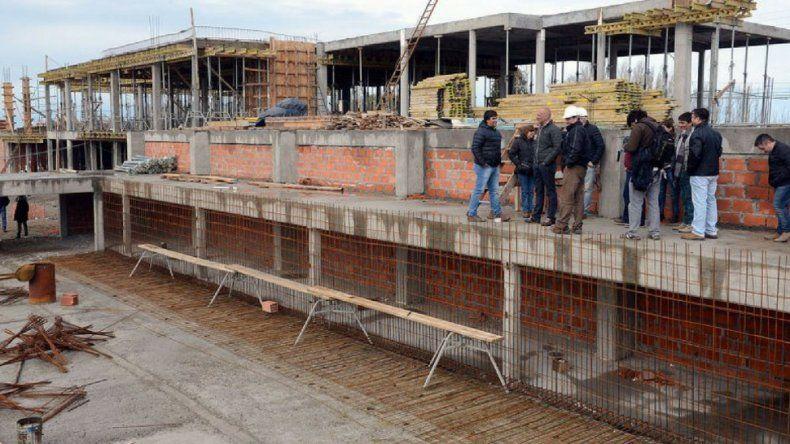 El municipio ofrece terminar con fondos propios el Centro de Encuentro de Kilómetro 8