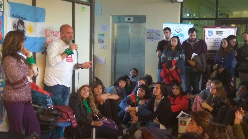Sergio Maldonado y su representante legal Verónica Heredia brindaron una charla en la UNPSJB