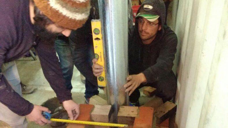 Habitantes de distintos barrios sin red de gas se interesaron en la construcción de la estufa rocket.