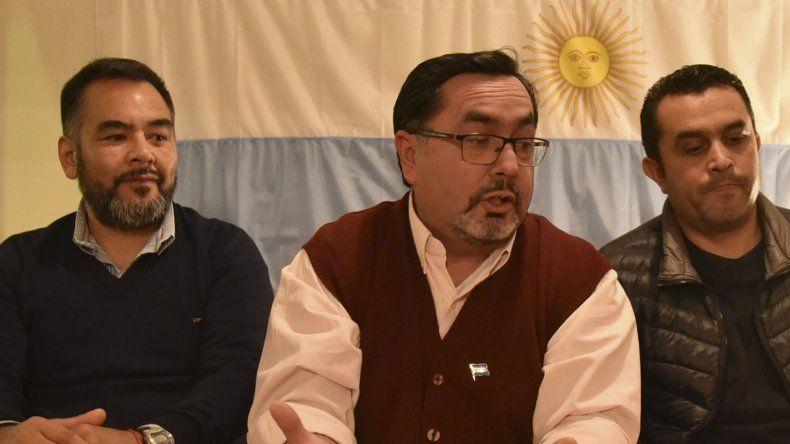 Fernando Toto Quinteros es el candidato a presidente del Comité local de la UCR por la lista Roja y Blanca. Fabián Romero (izquierda) es postulado a la vicepresidencia y José Avellaneda encabeza la lista de convencionales provinciales.