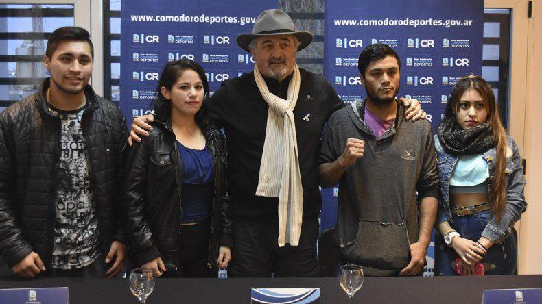 Boxeadores profesionales y amateurs formaron parte de la presentación.