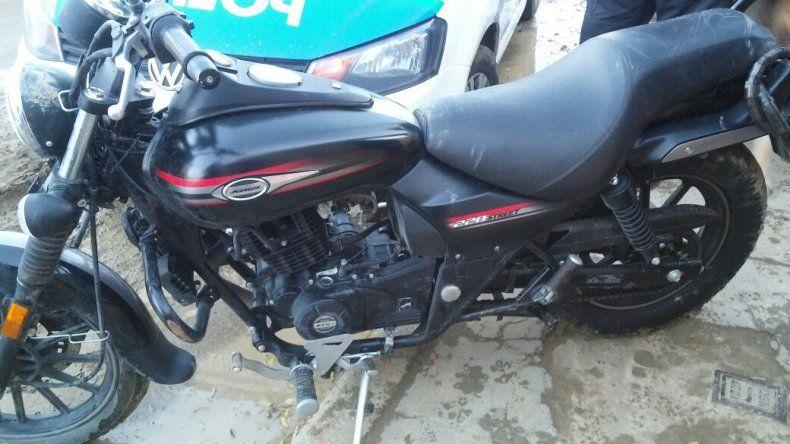 Recuperan moto robada en la calle Urquiza