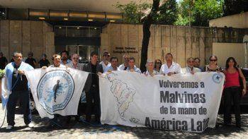 Excombatientes reivindican soberanía frente a Embajada