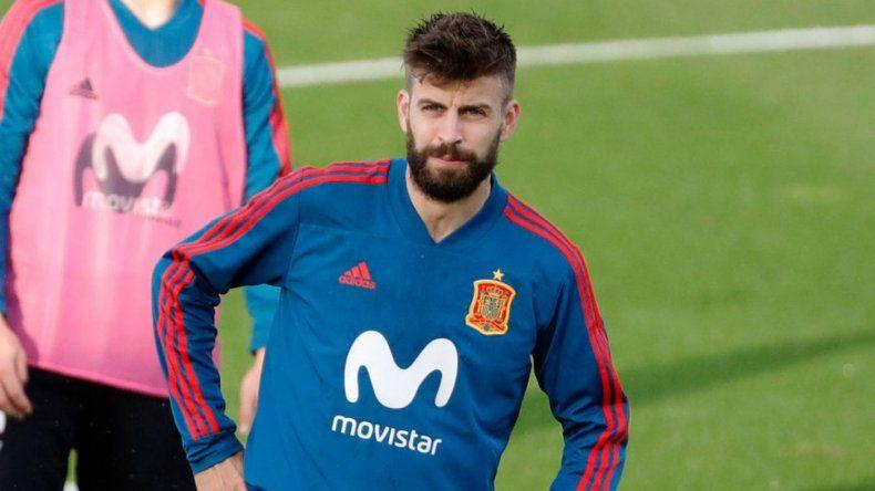 Piqué abandona la práctica de España con un golpe en la rodilla