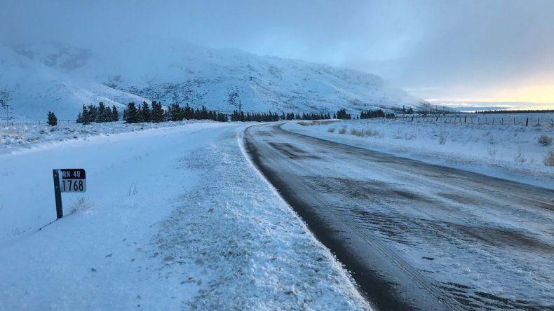 Nieve y hielo en las rutas: piden circular con cadenas