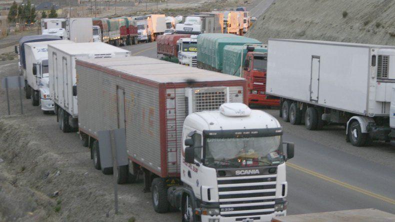 Los camioneros se detendrán a las 0 del jueves en la ruta en la que se encuentren. Los afiliados de las ciudades no cumplirán sus tareas.