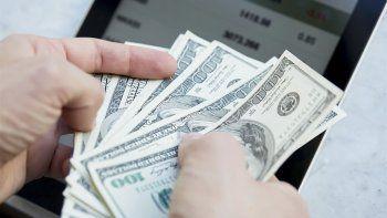 el dolar sube 20 centavos y supera los $ 30