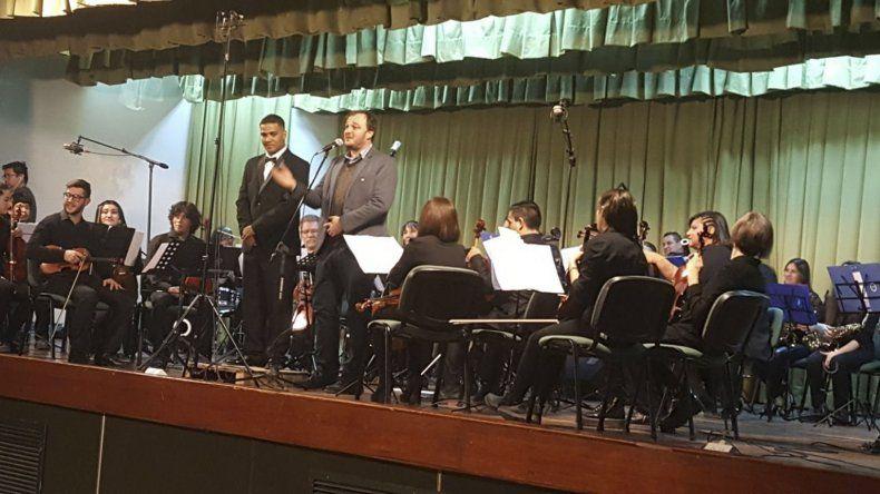 La Orquesta Sinfónica de la Universidad celebró su primer aniversario con la realización de un concierto.