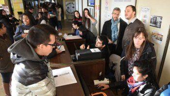 En la sede de la Universidad se inició ayer la emisión del boleto estudiantil municipal.