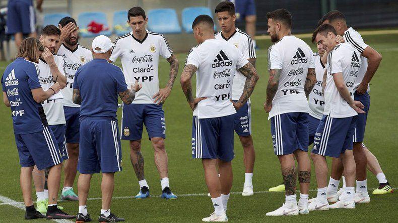 La selección argentina trabajó ayer en doble turno en el Centro de Entrenamiento de Bronnitsy.