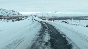 rutas con escarcha y nieve en chubut y santa cruz