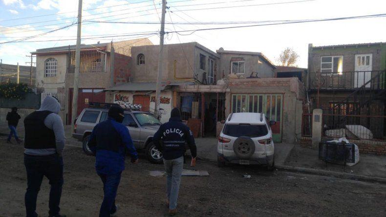 Secuestraron una camioneta, un arma y cartuchos en la casa de prestamista