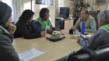 El intendente Carlos Linares recibió ayer a trabajadores de ATE que reclaman respuestas al Gobierno provincial por el Centro de Monitoreo de Comodoro Rivadavia y el Servicio de Protección de Derechos.