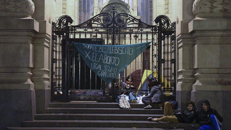 En Buenos Aires ayer estudiantes tomaron en forma pacífica escuelas para esperar el inicio del debate en Diputados.