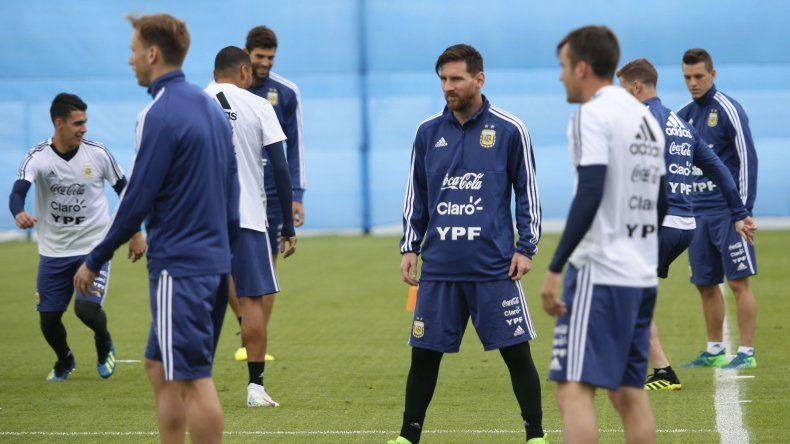 Argentina adelantó la práctica para ver el partido entre nigerianos e islandeses
