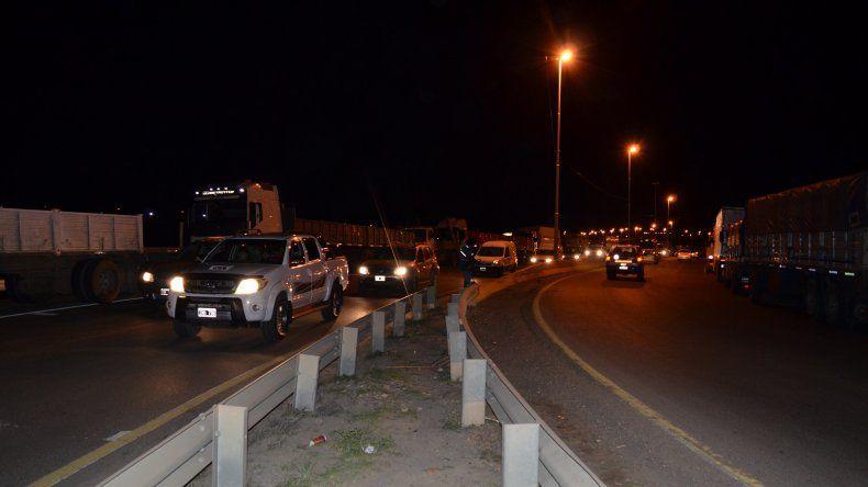 Camioneros realiza un paro nacional con vehículos apostados en las rutas