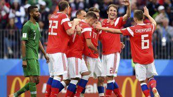 Rusia festejó con una goleada en el arranque de la Copa del Mundo.