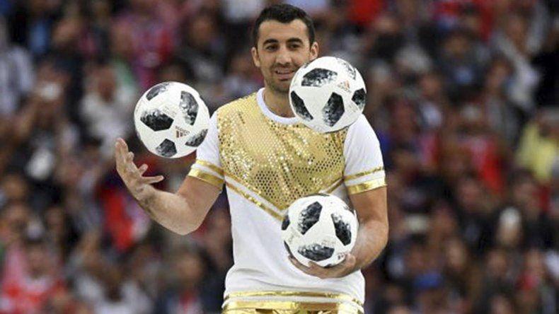 Malabares con la pelota representativa de este Mundial.
