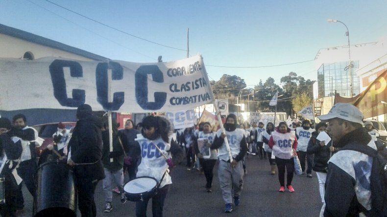 La marcha de los manifestantes por las calles del Centro.