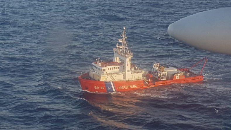 Cuatro guardacostas encabezan la búsqueda del pesquero desaparecido.
