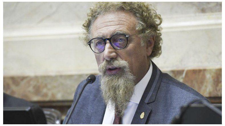 Alfredo Luenzo brindó su respaldo al gobernador Mariano Arcioni y cuestionó presiones del Gobierno nacional.