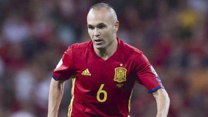 Iniesta es la experiencia de una selección española que llega golpeada